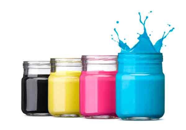 Imagen de tres frascos de tintas de impresión correspondientes con los colores CMYK
